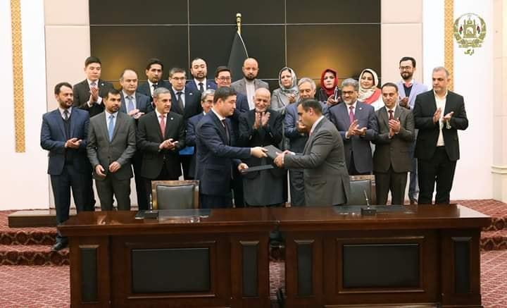 امضای قرارداد دیزاین و ساخت فاز اول قطعه چهارم خط آهن خواف-هرات در حضورداشت رئیس جمهور